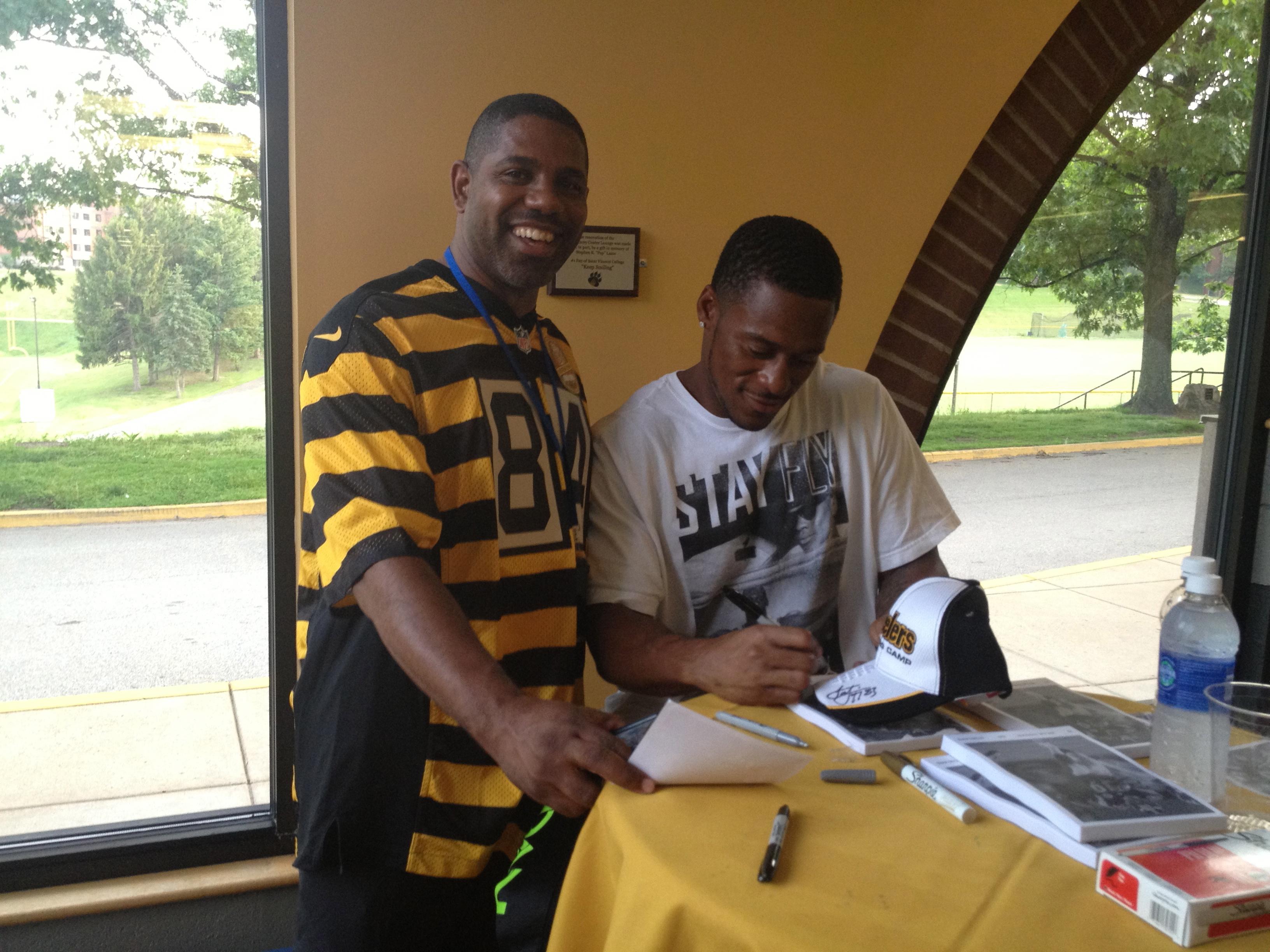 Willie Porter signs autographs