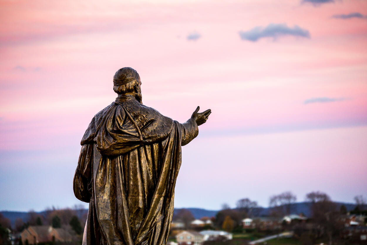 16 Wimmer Statue 1