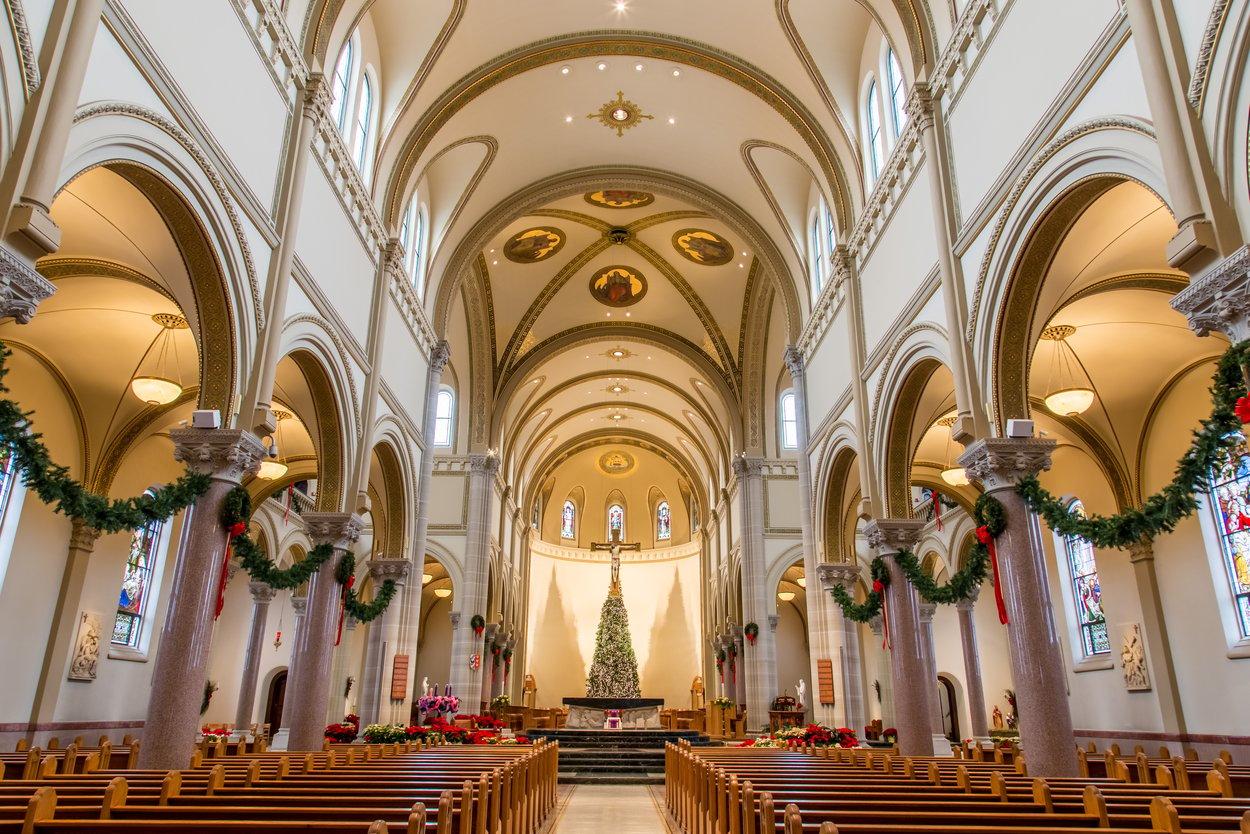 18 Basilica Inside (Christmas) 3