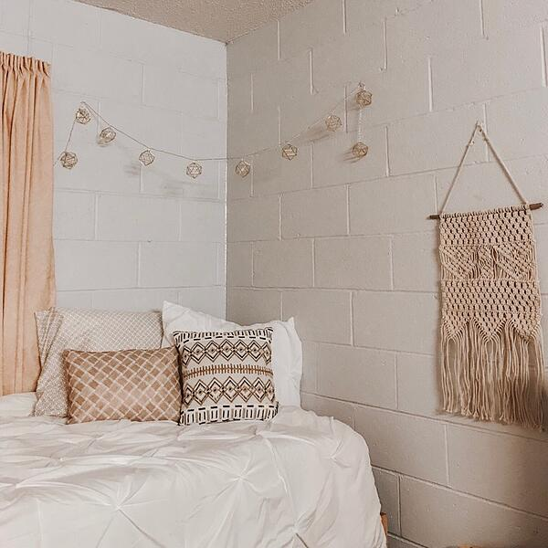 Neutral dorm room decor