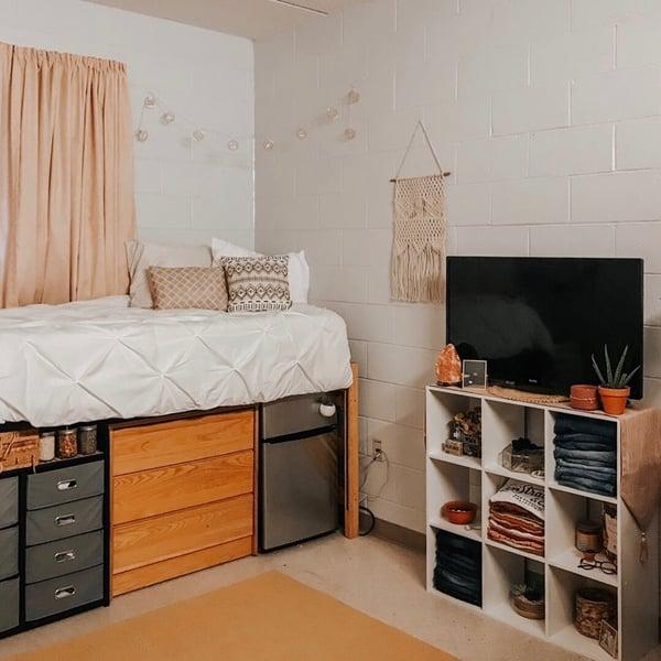 Maximize dorm room space