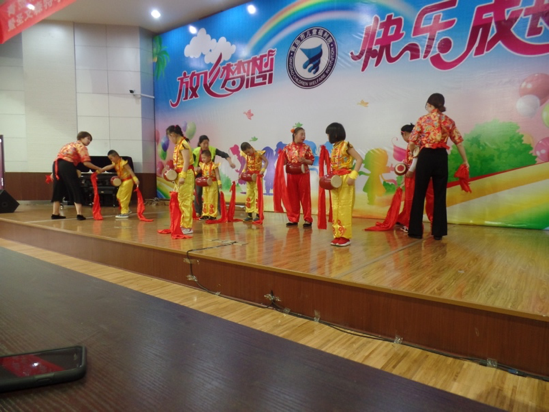 Chinese students perform