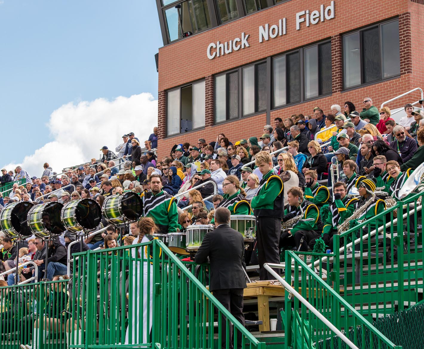 marching-band-in-stands